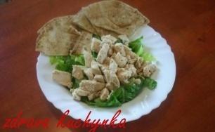 Nepřekonatelný římský salát s libanonským chlebem