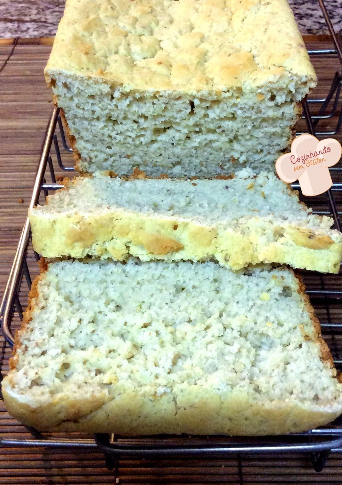 Pão de amêndoas e biomassa de banana verde