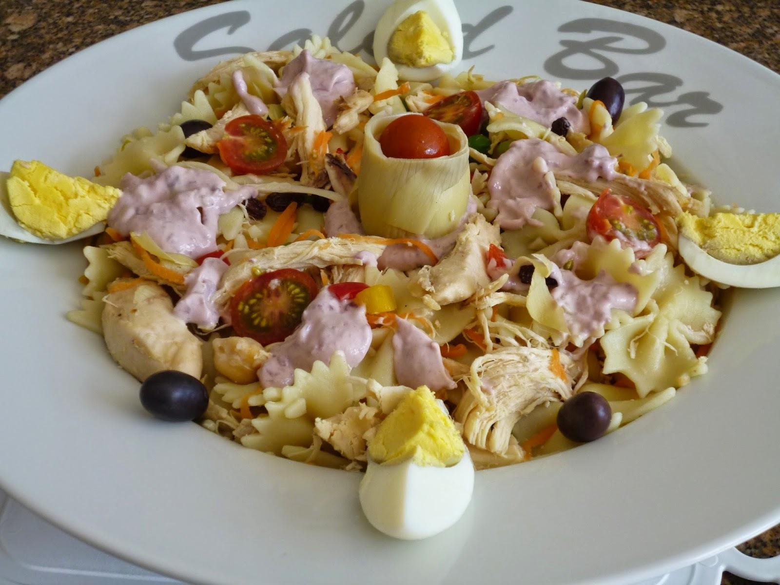 salada de massa com peito frango