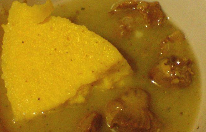 Parasztos csirkeszív és zúza tokány oregánóval, bazsalikommal, puliszkával, ordával.