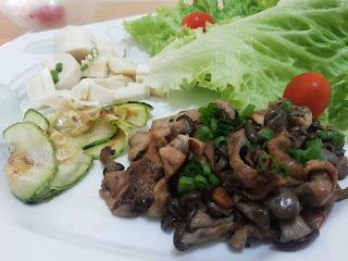 Salada + abobrinha + cogumelos