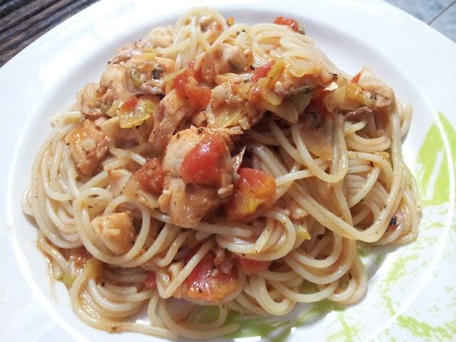 """Dia Mundial do Macarrão com """"Espaguete com molho apimentado de peixe"""""""