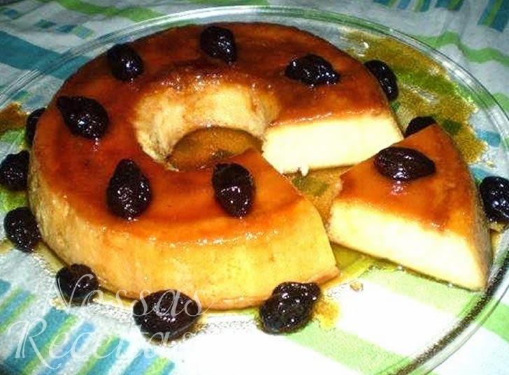 torta de pão de forma de frango com ameixa e presunto