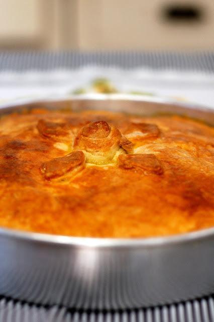 Torta de frango com recheio cremoso