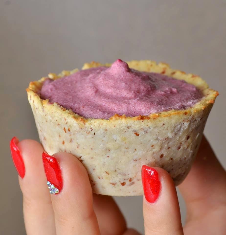 Light paleo meggykrémes muffin