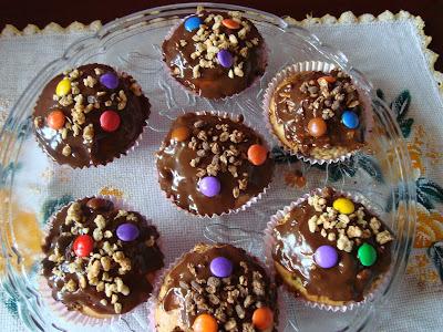 Cupcake de Laranja com Cobertura de Chocolate....uma deliciosa opção para o lanche da tarde!