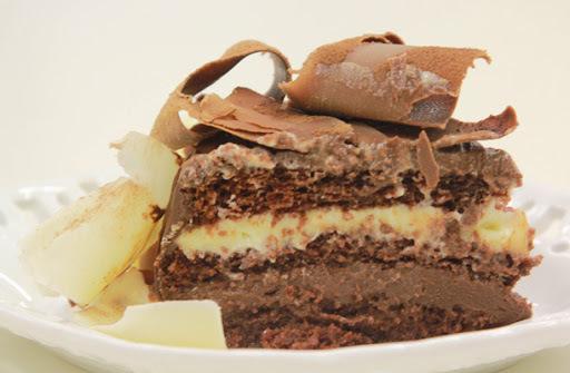 BOLO TRUFADO 2 CHOCOLATES