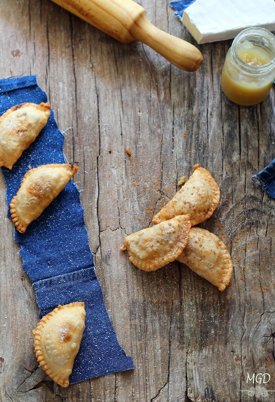 Empanadillas de manzana especiada y queso brie {Masa Casera}