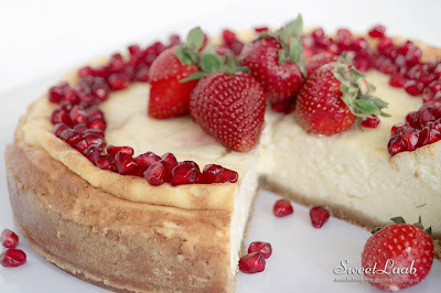 Ľahký jahodový cheesecake s granátovým jablkom / Strawberry pomegranate light cheesecake / Le gâteau au fromage avec fraises et grenade