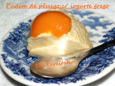 Pudim de pêssego com iogurte grego