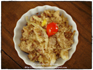 farofa com linguiça fina e ovo
