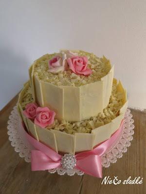 Svadobná torta s bielou čokoládou