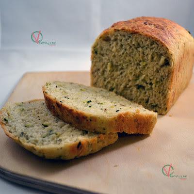 Pan de calabacín y limón a la albahaca