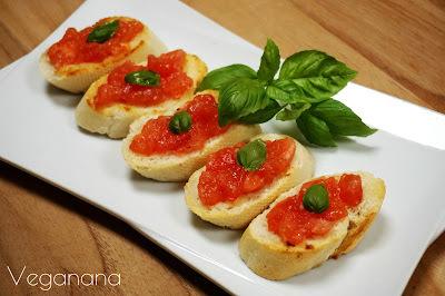 Bruschetta de Tomate com Manjericão