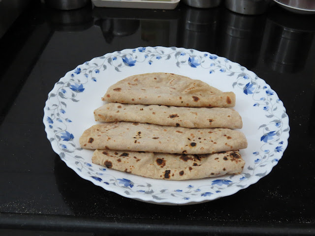 Roti/Chapati / Phulka (An Indian bread, no oil, dry so low on calories)