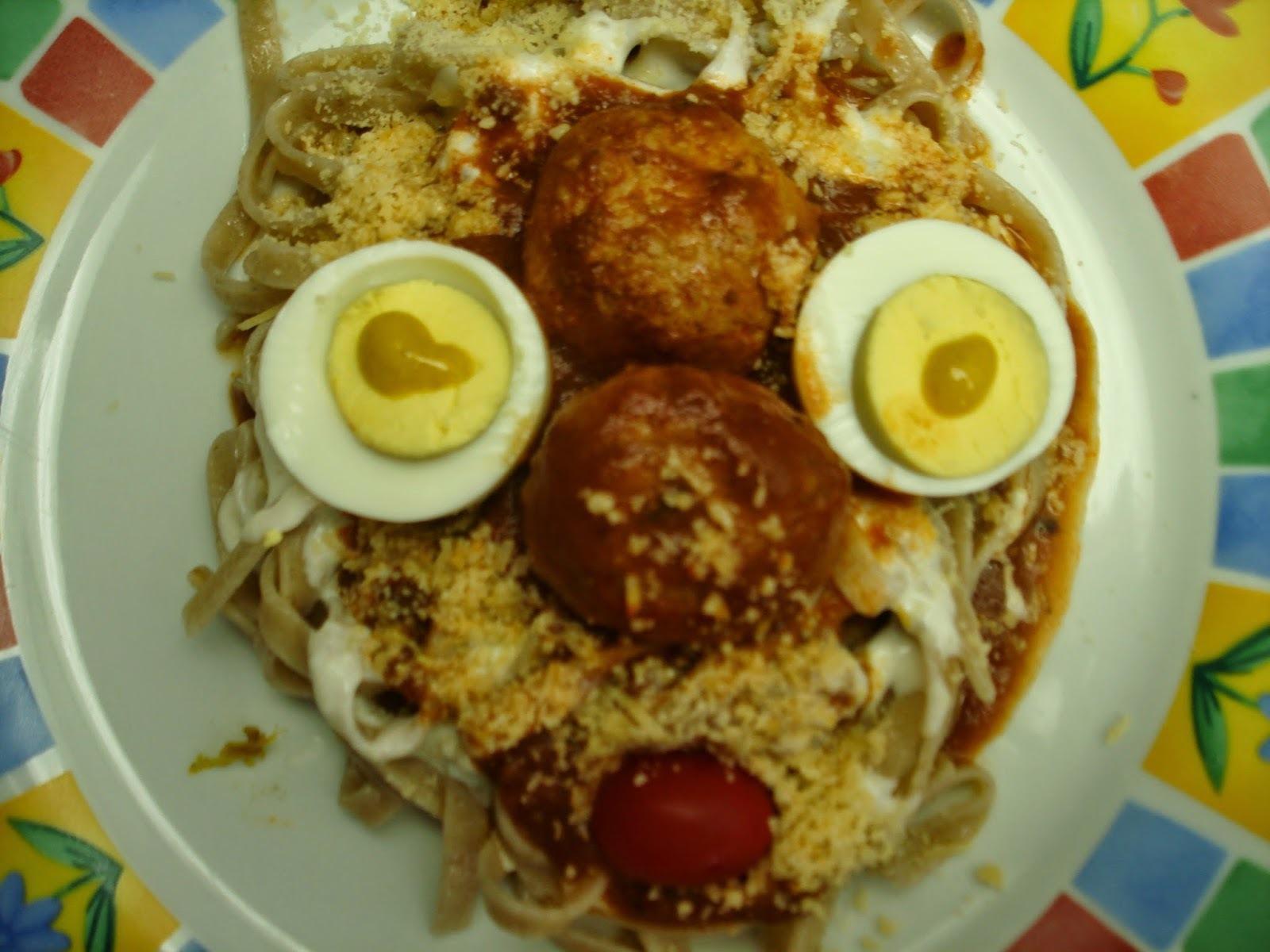 ovo de codorna com frango ao molho branco