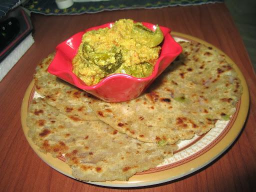 Jowar Masala Rotla (white millet Indian flat bread)