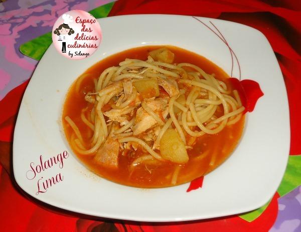 Sopa de frango e espaguete