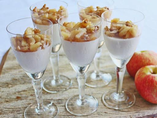 Panna Cotta de Iogurte com Compota de Maçã