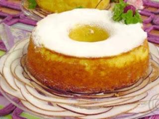 de bolo queijadinha com leite condensado e leite de coco