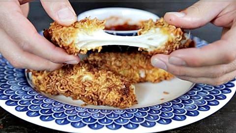 Enroladinhos de queijo crocantes: empanados com miojo