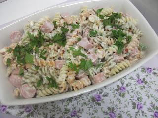 salada de penne com salsicha
