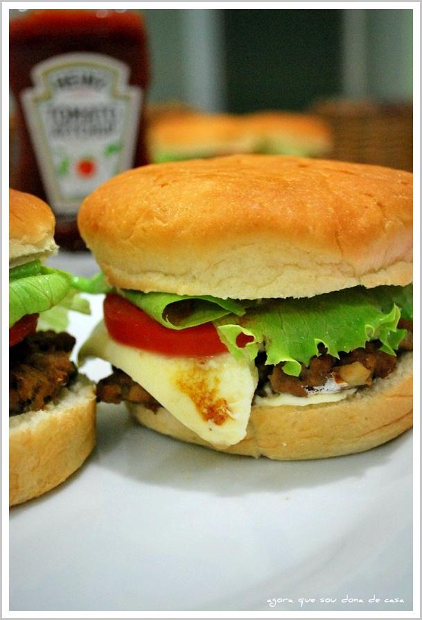 lanche saudável: hambúrguer vegetariano com feijão