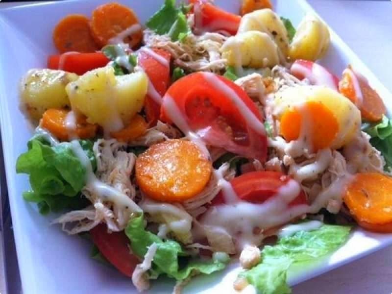 salada de verduras cozidas com frango
