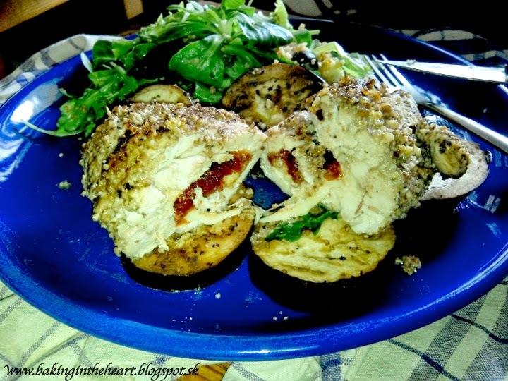 Kuracie prsa plnené mozzarelou a sušenými paradajkami s orechovou krustou, baklažánom a s kuskusovým šalátom