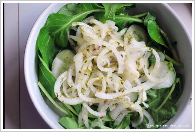 receita desvendada: salada de rúcula com cebolete