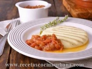 Como preparar provoleta con guarnición de chutney de tomate