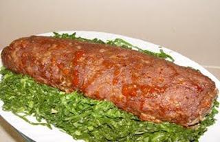 rocambole de carne moida com bacon e calabresa