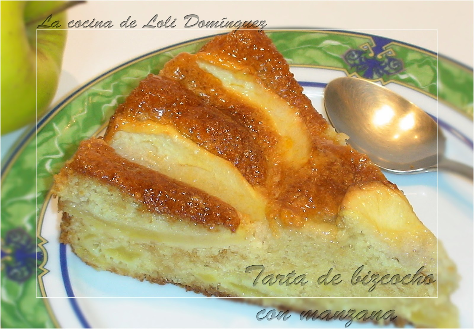 Tarta de bizcocho con manzana