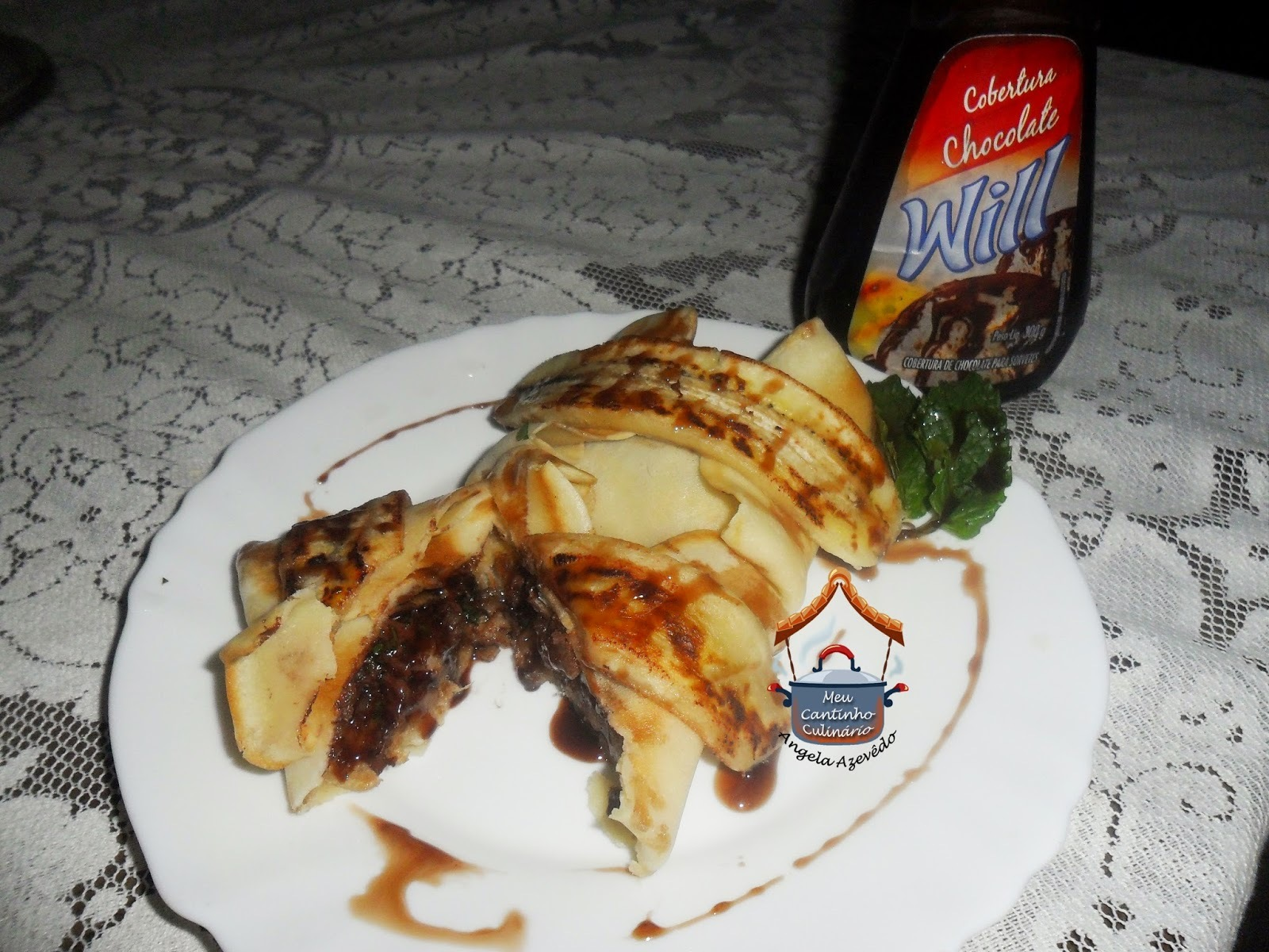 CREPE RECHEADO DE BANANA FRITA COM CALDA DE CHOCOLATE
