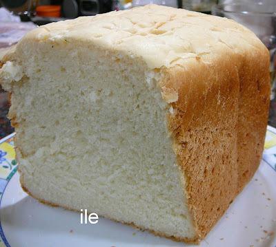 Pan de miga con manteca y leche