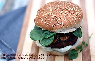 Hambúrguer de costelinha de porco, maionese de wasabi, cogumelos, cebolas caramelizadas e agrião baby (para duas pessoas)