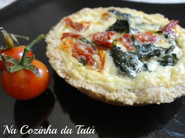 massa de mini quiche com tomate