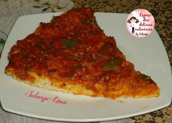 Pizza de sardinha com manjericão