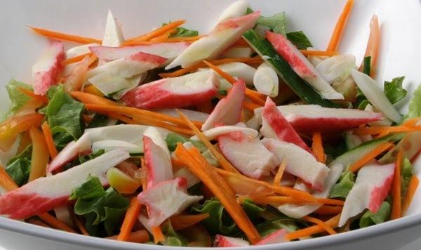 salada de alface cenoura palmito tomates e pepino japones