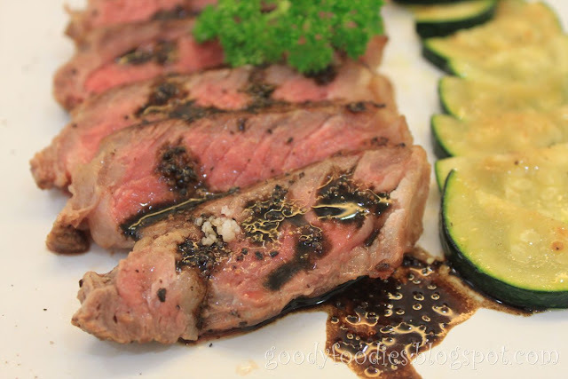 Recipe: Balsamic Steak with Garlic Zucchini (Martha Stewart)