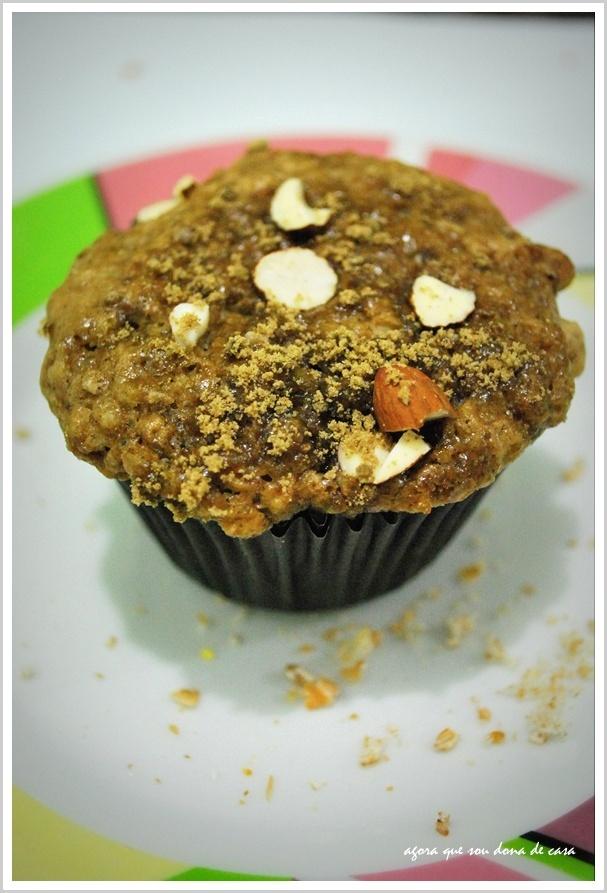 para acompanhar o cházinho: muffins de pêra com cobertura crocante