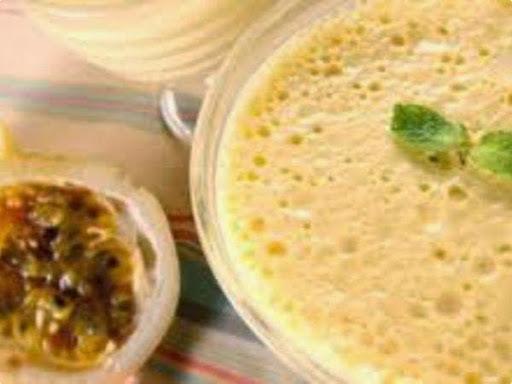 mousse de maracuja com iogurte natural e tang