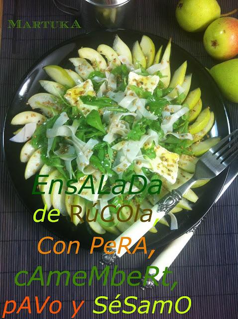 Ensalada De Rúcola Con Pera, Camembert, Pavo Y Sésamo