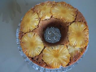 bolo de abacaxi com passas e frutas cristalizadas