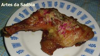 Sobrecoxas de frango com queijo Gouda