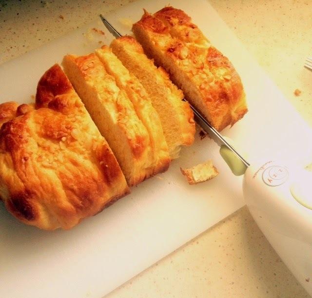 Εύκολα παξιμάδια από μπαγιάτικο τσουρέκι ή ψωμί και τα αποτελέσματα του... τσουρεκάτου διαγωνισμού μας!