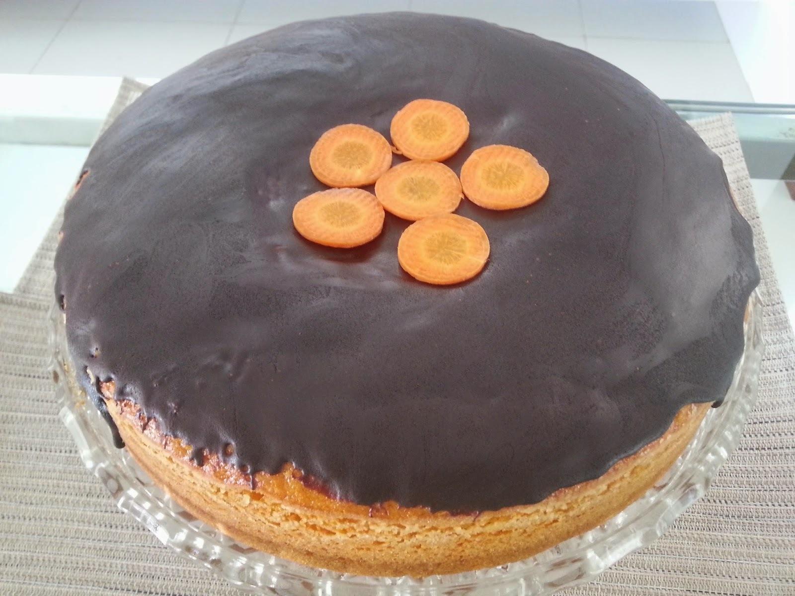 bolo de cenoura massa pronta com cobertura de chocolate
