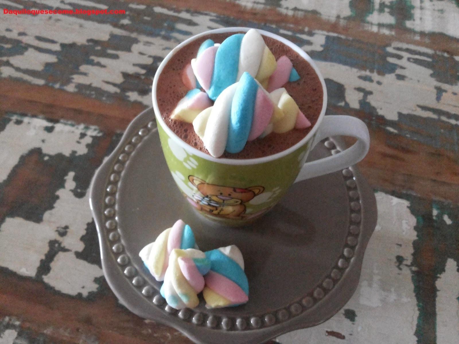 derretendo chocolate mexendo em chocolate