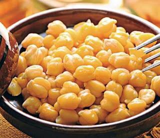 CHYCHES (grão de bico assados, cozidos com alho e azeite de oliva)