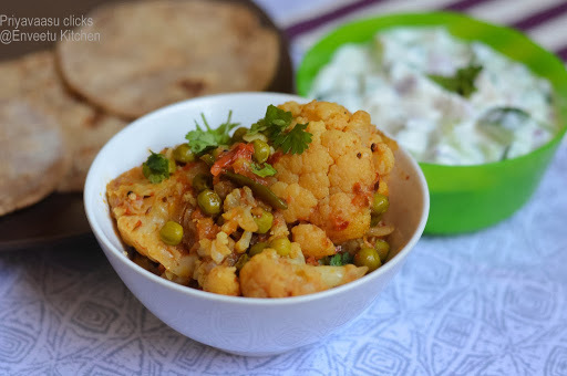 Gobi matar/cauliflower and peas curry
